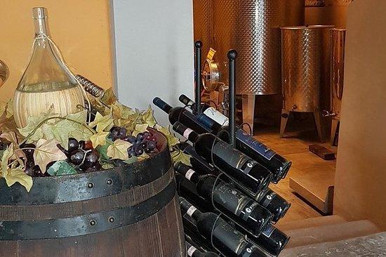 Compre vino en tres fincas históricas...