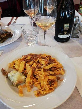 Bar Trattoria La Pulce: tagliatelle al ragù con un pezzetto di lasagna