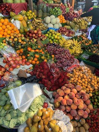 Clase de cocina guatemalteca y tour de mercado: Fresh fruit to taste