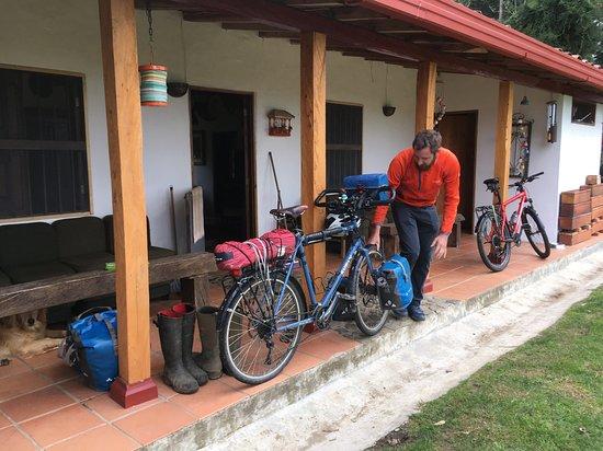 La Union, Colombia: Nico prépare son vélo pour départ dernière étape la Unión-Medellin