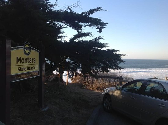 Montara State Beach: Sign off the road.