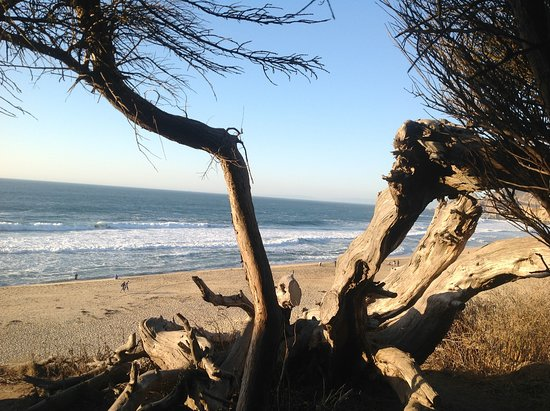 Montara State Beach: View of the beach from the parking lot.
