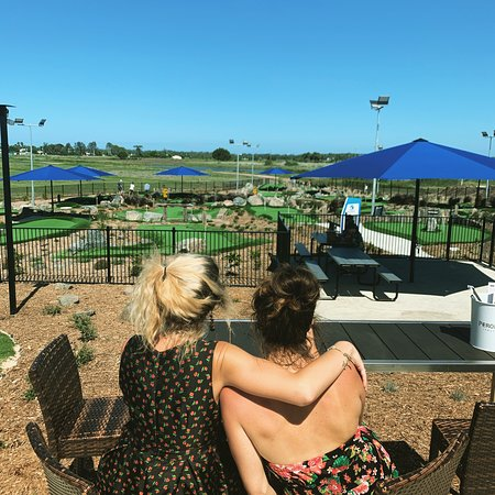 Sisters, Lucy & Pru enjoy a day out at Maroochy River Mini Golf