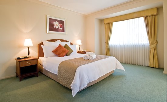 Royal Woods Resort: Main bedroom with queen size bed