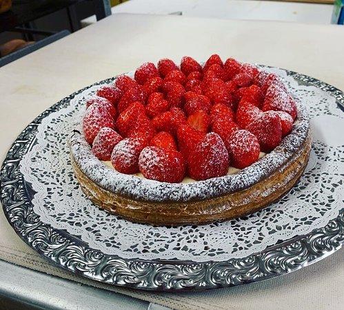 Saanen, Schweiz: Erdbeer-Kuchen