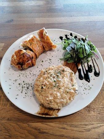 Plat du jour 9.90 € Filet mignon en croûte et son risotto aux champignons Menu cafe et dessert 13.90€