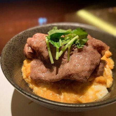 Kabukicho, Japón: 宮崎牛A5ランクサーロインの焼きすき丼