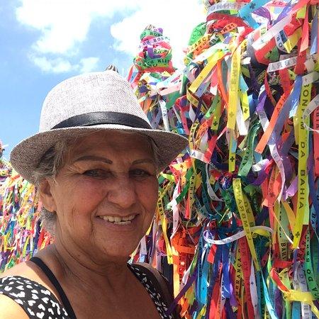 Salvador Panoramic City Tour: Sou uma anfitriã por natureza! Faço City tour pela cidade de Salvador, acompanhando  mulheres que viajam sozinhas, inclusive a noite em barzinhos e restaurantes, quando desejam companhia. Também  hospedo quando tenho disponibilidade.