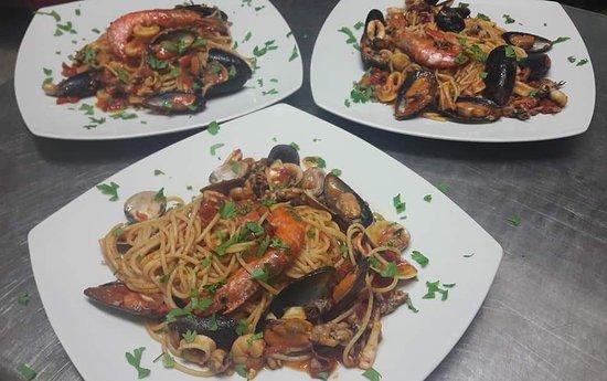 Roggiano Gravina, Italia: Ottimo linguino allo scoglio e ottima la cucina!