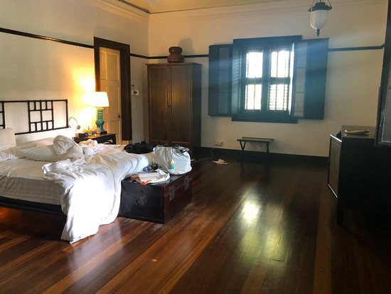 Large Master Bedroom Lacks A Comfortable Place To Sit And Relax Picture Of Cheong Fatt Tze The Blue Mansion Penang Island Tripadvisor