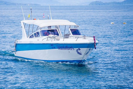 Ko Yao Yai, Thailand: Our speedboat (2019 renovation). Custom made for diving and snorkeling trips. Two Suzuki 4 stroke 300 HP engines.