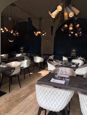 Bienvenue au Canopy Restaurant, déco moderne & originale, endroit cosy & chaleureux, ambiance festive & conviviale. Très bonne table. Venez découvrir...