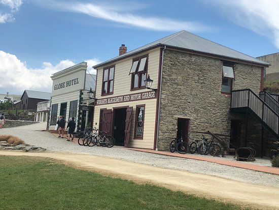 New Lake Dunstan cycle trail passes through the Cromwell Heritage Precinct. Great place to start your cycling adventure.