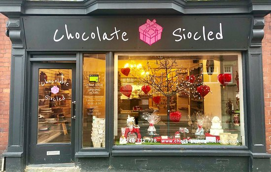 Menai Bridge, UK: Out of this world celebration cakes, chocolate gifts and personalised goodies.  The place for Valentine's, Easter and Christmas gifts! Wedding favours, fudge, traditional sweets and more ...