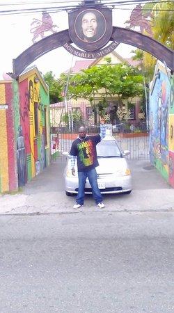 Entrada para el Museo Bob Marley: At the gates of the Marley Museum
