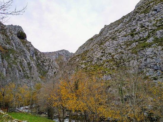 Soto De Agues, Spain: Ruta del Alba y pueblo de Soto.