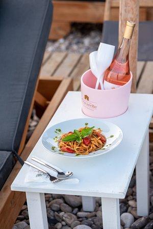 Paralia Agias Foteinis, Yunanistan: Pasta food and rose wine