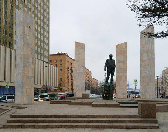 Памятник Е.М. Примакову