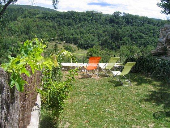 """Beaufort-sur-Gervanne, France: Jardin gîte """"Petit Duc"""""""