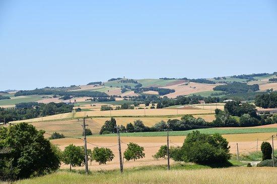 MARSAC en Tarn et Garonne petite commune de la Lomagne que la DREB a visité le 8 juillet 2019 voir la vidéo sur le blog http://dreb.eklablog.com/marsac-gallery180846 et nous avons bien aimé le point de vue sur la campagne gersoise.