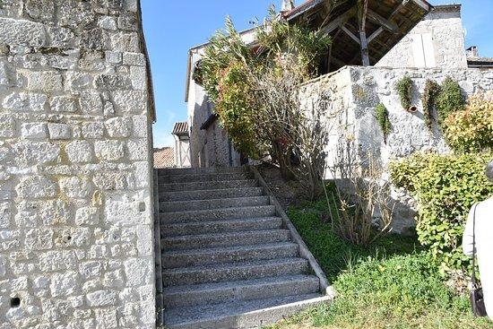 MONTJOI en 82 Tarn et Garonne petite commune avec un village fortifié bien restauré. La vidéo et plus de renseignements de notre balade du 13 mai 2019 sur la page du blog http://dreb.eklablog.com/montjoi-gallery176252