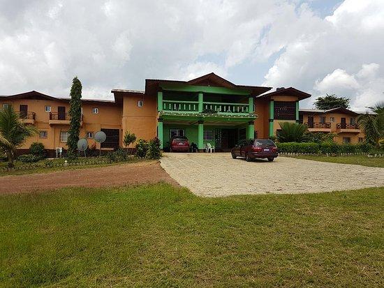 Ganta, ไลบีเรีย: Front view of the hotel