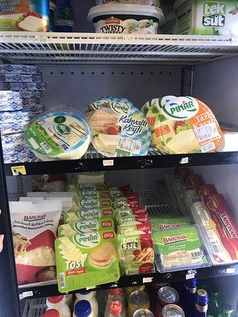 Menands, Нью-Йорк: Cheese, feta cheese, kaşar ve beyaz peynir.