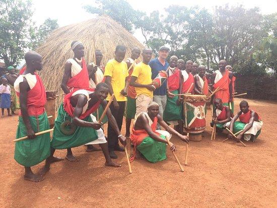 Gishora drum sanctuary with Burundi guides.  Rendez-vous vous sur notre site internet : www.burundiguides  pour plus de détails