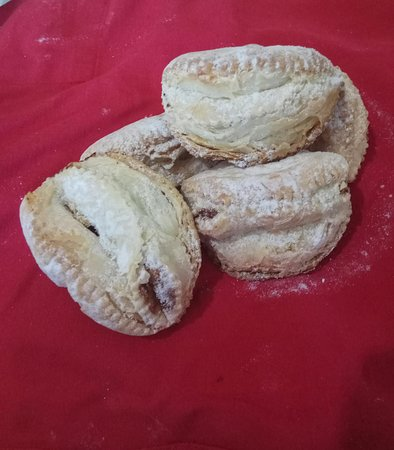 Sfogliatelle di Natale. Dolce impegnativo da preparare ma facilissimo da mangiare.  ( Ad uso forum Abruzzo ).