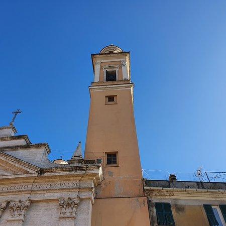 Génova, Italia: Campanile della chiesa di Pontedecimo
