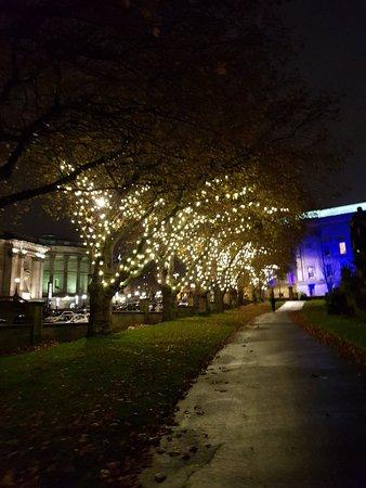 St.John's Gardens: Nice park even at night
