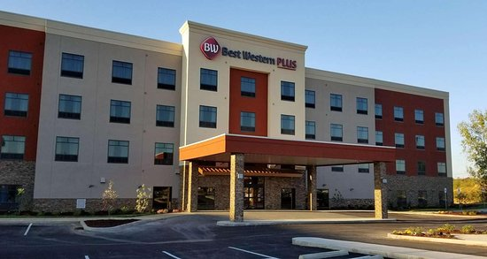 This newly built Best Western Plus® is conveniently located off I-65 at Exit 94 with more than 20 restaurants, shopping boutiques, and entertainment venues in proximity. A modern style, 4 floors compiled of a variety of room and suite options that all include a business center, 24-hour gym access, indoor saltwater heated pool, complimentary breakfast, and the highest degree of hospitality. This hotel proudly participates in Best Western Rewards®