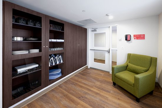 Extended Suites Saltillo Galerias: Lending Locker