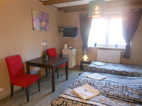 Starovicky, República Checa: Levandule a Palava ve Starovičkách nabízí ubytování se zahradou, barem a grilem. Všechny pokoje mají vlastní koupelnu a TV s plochou obrazovkou. Ve všech pokojích je zdarma dostupné Wi-Fi a některé pokoje jsou vybaveny DVD přehrávačem.