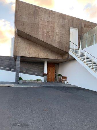 Sao Vicente Ferreira, Bồ Đào Nha: Entrance to hotel from automatic gate