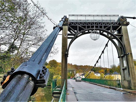 Pont suspendu à Bonneuil-Matours