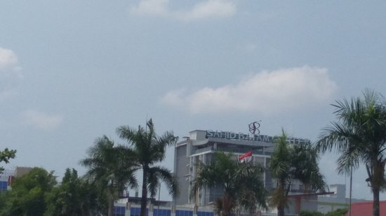 One of mid Hotel with Good location, surrounding with so many eatery spot.