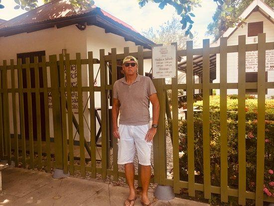 Aracataca, Kolumbie: Myself in front of the museum (his original house).