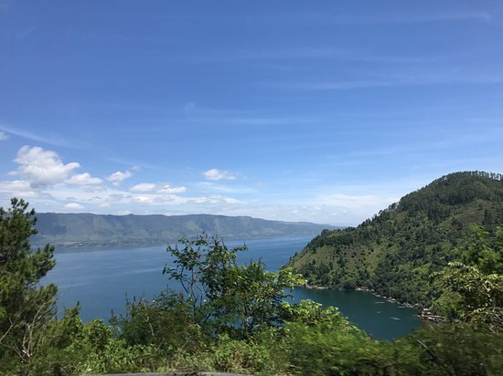 ‪‪North Sumatra‬, إندونيسيا: FEW HOURS DRIVE from Medan, finally we reached LAKE TOBA. It is strangely devoid of tourist, but it is still a very stunning natural beautiful place to be. #Indonesia‬