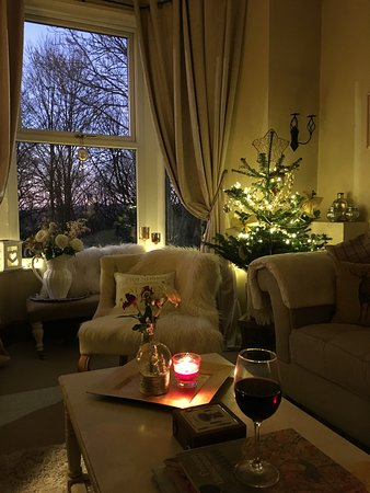 Horwich, UK: Cold evening warm inside, Christmas 🎄 is approaching 🍷🎄