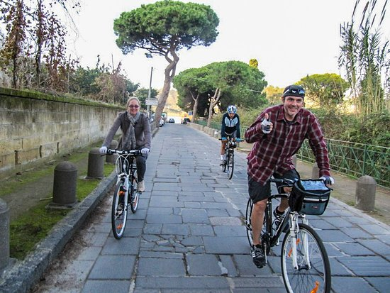 Casoria, Italia: our customers enjoying cycling with our hybrid bike rental provided at their accommodation in Naples.