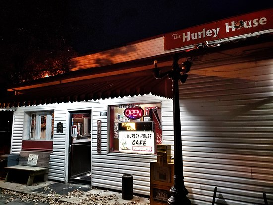 Hazen, AR: Recent photo of the cafe in the evening.