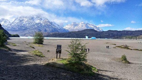 טורס דל פיינה, צ'ילה: Playa grey / Grey Beach