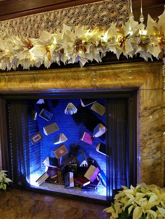 Last holiday 2018. The them was books . This is the fireplace in the music room of the conservatory.