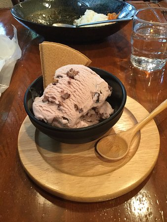 red bean ice cream with ginger cookie