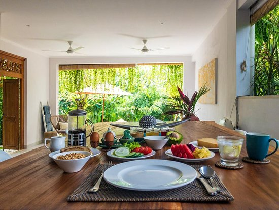 Belalang, Indonesia: Breakfast at SILVERSAND VILLA comes with a view