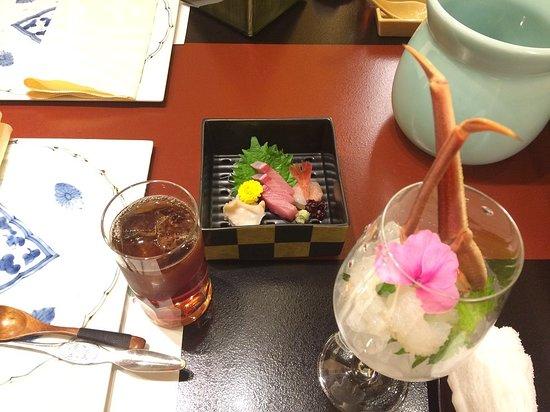 蟹足の刺身とお造り、特に蟹足は甘くて付けタレは要らないかな。