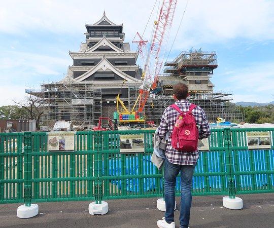 熊本城特別公開第一弾も開催中です。わくわく座にて入園券発売中です。原則、復旧工事のない日曜・祝日のみの公開ですが、女子ハンドボール世界選手権開催期間中は土曜日も公開します。特別公開 第2弾は2020年春ごろを予定しております。 The first Kumamoto Castle special open is also being held. Admission tickets are also on sale at the Wakuwakuza. As a general rule, it is open only on Sundays and public holidays when there is no restoration work, but it will also be open on Saturday during the Women's Handball World Championship. The second special open is scheduled around spring 2020.