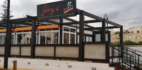 JERRY´S GASTROGRILL: Local recién construido, en plena plaza de las Lavanderas, en Vera pueblo, frente al nuevo Mercadona.