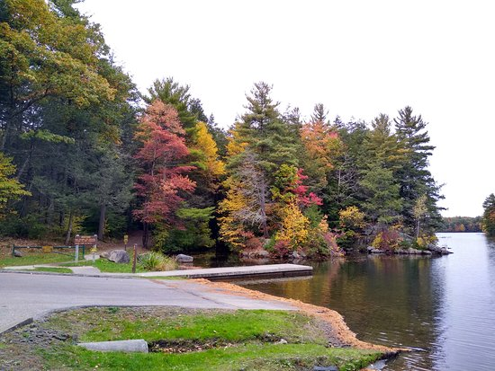 Union, CT: The main parking at the lake